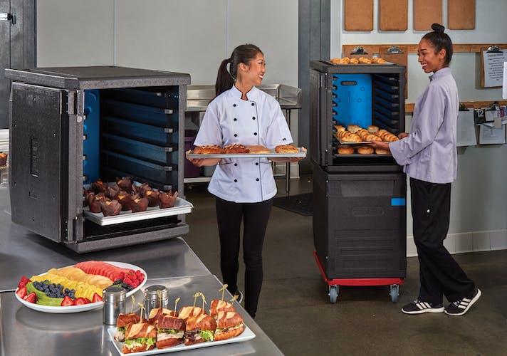 EPP4060F6R110 GoBox Front Loader w 2 Chefs & Prepared Food