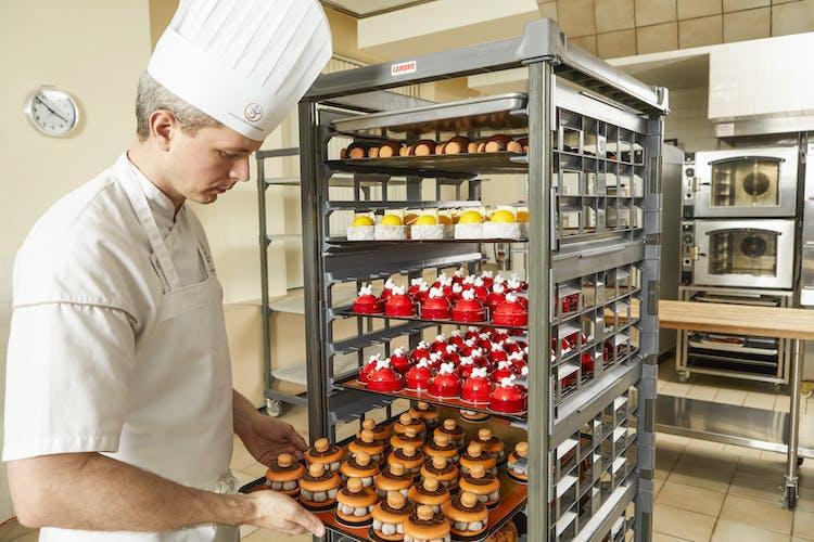UPR1826FP20580 Full Size Ultimate Sheet Pan Rack w Chef & Orange Dessert